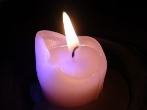 images_candle_in_the_dark