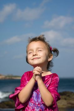toddler praying-3