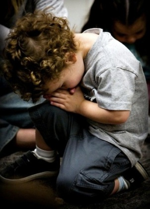 toddler praying-5.jpg