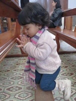 toddler praying-6