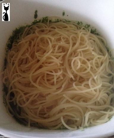 drop spaghetti into mixture